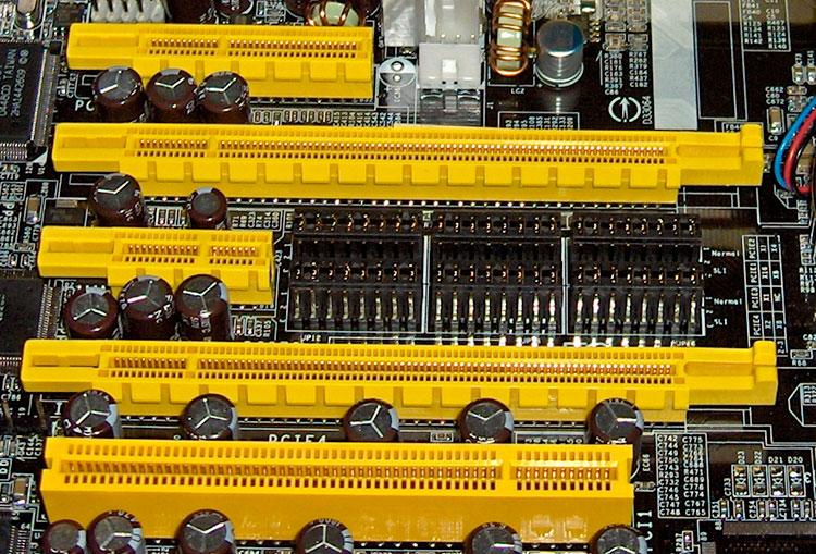 اسلات PCI و PCI Express مادربورد ، مقایسه این دو اسلات